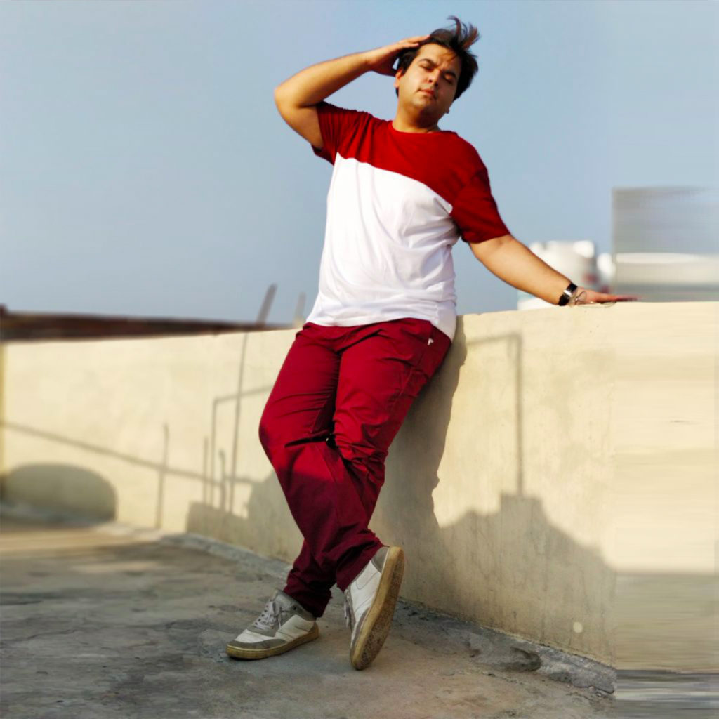 maroon chinos with tshirt