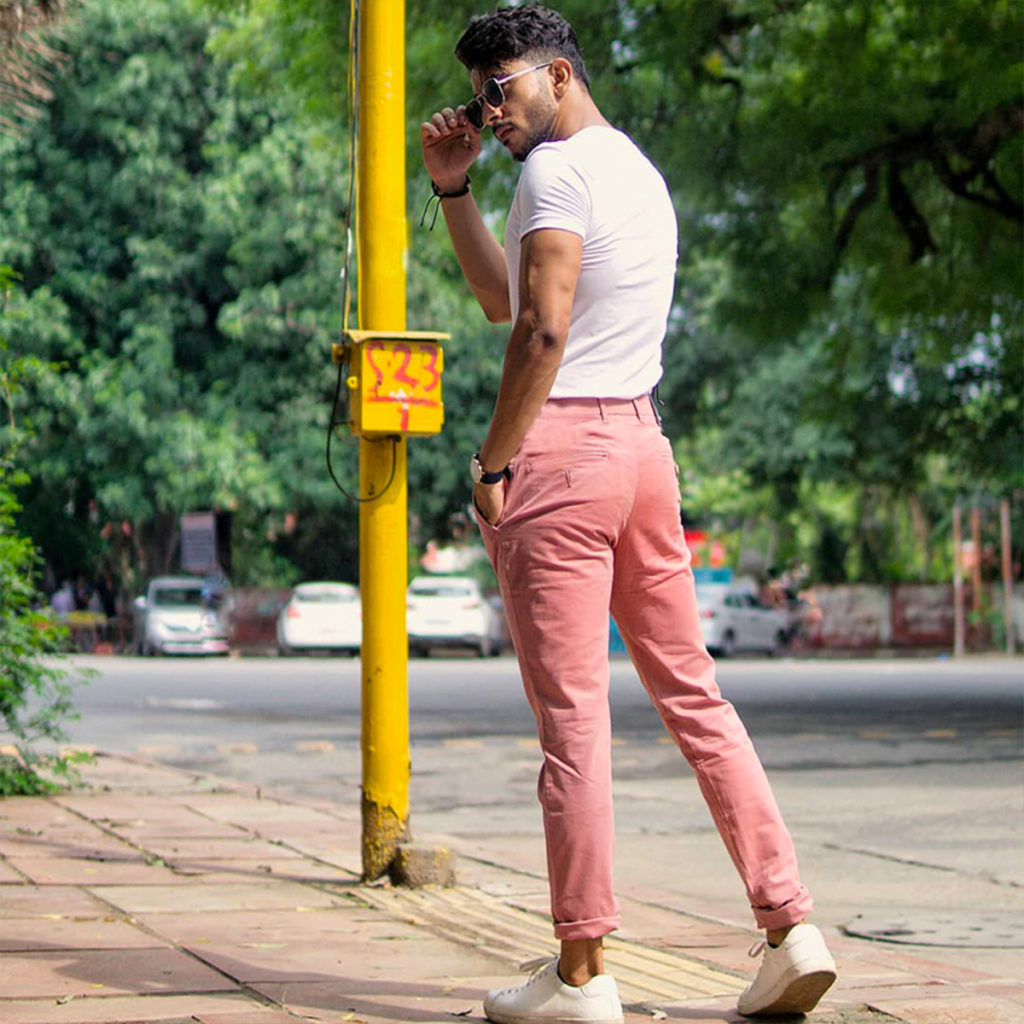 pink chinos with white tshirt